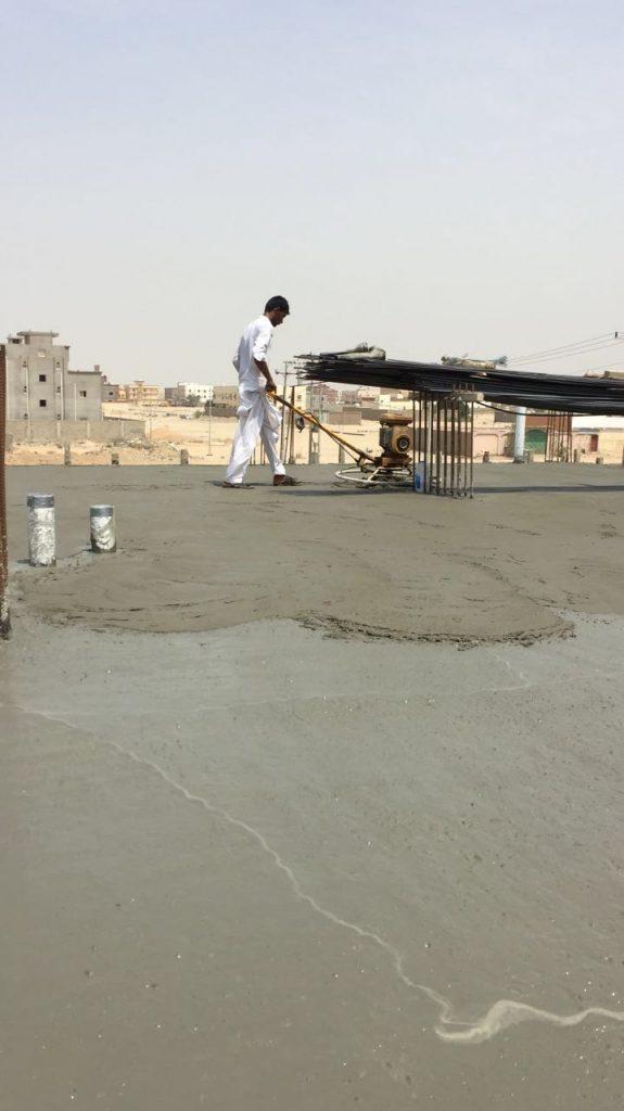 الانتهاء من صب سقف الدور الأول